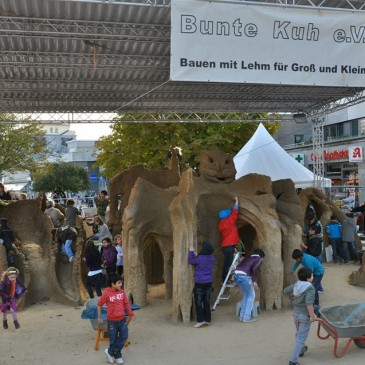Gigantic Clay Construction by Buntekuh e.V. for children