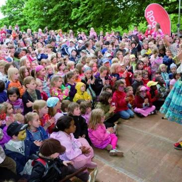 Weltkinderfest_Hexe Knickebein (c) Richard Stoer